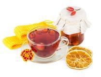Плоды шиповника питья и плодоовощ лимона изолированный на белизне Стоковое фото RF