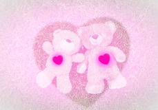 2 плюшевого медвежонка кладя вниз для предпосылки валентинки Стоковое Изображение RF