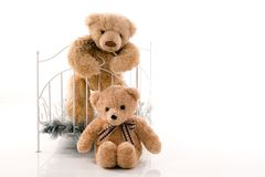 Плюшевые медвежоата и ретро кровать Стоковая Фотография