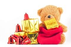 Плюшевые медвежоата с подарочной коробкой в фестивале Нового Года Стоковое Изображение