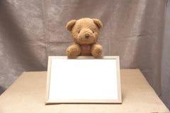 Плюшевый медвежонок, белизна классн классного Стоковые Фото