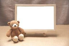 Плюшевый медвежонок, белизна классн классного Стоковая Фотография