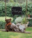 Плюшевый медвежонок в влюбленности Стоковые Фото