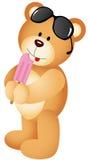 Плюшевый медвежонок есть мороженое Стоковая Фотография