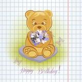 Плюшевый медвежонок на луге с цветками стоковые изображения rf