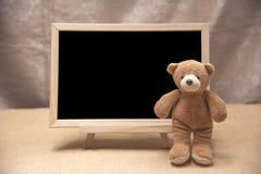 Плюшевый медвежонок, доска классн классного Стоковая Фотография