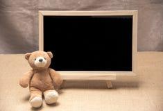 Плюшевый медвежонок, доска классн классного Стоковое Изображение