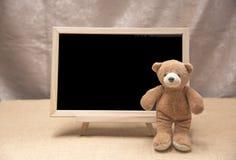 Плюшевый медвежонок, доска классн классного Стоковые Изображения