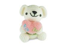 Плюшевый медвежонок сделанный от пряжи, изолированного сердца владением, Стоковое Изображение