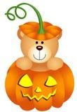 Плюшевый медвежонок хеллоуина в тыкве Стоковая Фотография RF