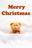 Плюшевый медвежонок l и ` ` сообщения с Рождеством Христовым на белой предпосылке Стоковое Изображение