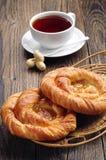 2 плюшки и чашки чаю Стоковая Фотография