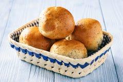 Плюшки домодельного хлеба с маковыми семененами Стоковое Изображение RF