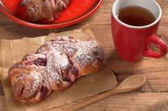 Плюшки с вареньем и чаем Стоковое Изображение