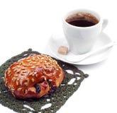 Плюшки с изюминками и семенами подсолнуха с кофейной чашкой Стоковые Изображения