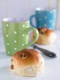 Плюшки с кофейными чашками Стоковые Фото