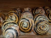 Плюшки с маковыми семененами и напудренным сахаром Стоковые Изображения RF