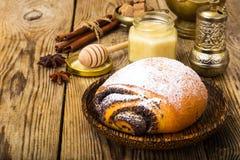 Плюшки с маковыми семененами и сахаром замороженности Стоковая Фотография