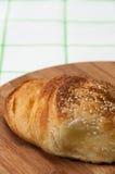 Плюшки с семенами сезама на доске кухни деревянной Стоковые Фото