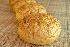 Плюшки с семенами сезама. Стоковые Фото