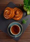 Плюшки с творогом на деревянной предпосылке Стоковая Фотография RF
