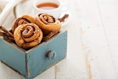 Плюшки циннамона для завтрака Стоковая Фотография