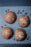 Плюшки черных фасолей с семенами сезама Стоковая Фотография
