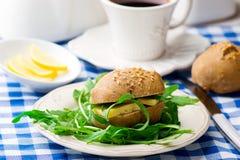 Плюшки Rye с сыром для завтрака Стоковая Фотография RF
