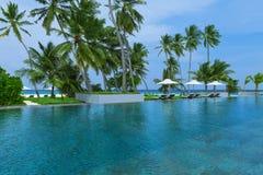 Пляжные комплексы бассейнов, остров Мальдивов стоковое фото rf
