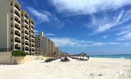 Пляжный комплекс и гостиница Cancun мексиканские Стоковые Изображения RF