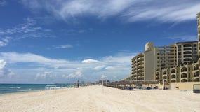 Пляжный комплекс и гостиница Cancun мексиканские Стоковое Изображение RF