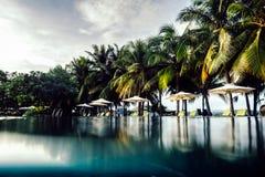 Пляжный комплекс курорта с под открытым небом бассейном Стоковые Фото
