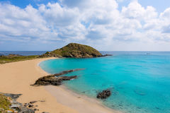 Пляж бирюзы Cala Sa Mesquida Mao Mahon Менорки Стоковая Фотография RF