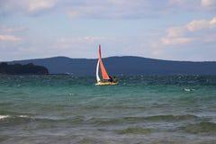 пляж Болгария Шлюпка в море Стоковая Фотография