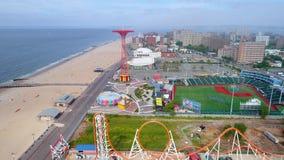 Пляж Бруклина воздушного hyperlapse видео- видеоматериал