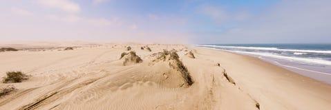 Пляж близко к гавани сандвича в Намибии Стоковое Изображение