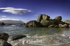 Пляж валунов Стоковая Фотография