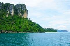 Пляж взгляда острова тропический, море andaman, провинция Krabi Таиланд Стоковое Изображение