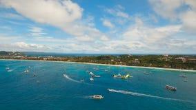 Пляж вида с воздуха красивый на тропическом острове Остров Филиппины Boracay сток-видео