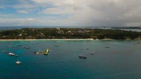 Пляж вида с воздуха красивый на тропическом острове Остров Филиппины Boracay видеоматериал