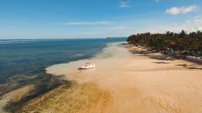 Пляж вида с воздуха красивый на тропическом острове Филиппины, Siargao видеоматериал