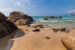 Пляж в полдень стоковые изображения rf