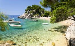 Пляж в Brela к Makarska Ривьере, Далмации, Хорватии стоковая фотография rf