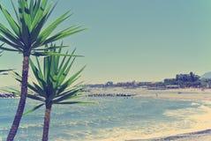 Пляж в Puerto Banus, Андалусии; ретро/год сбора винограда Стоковая Фотография