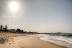 Пляж в Punta делает Ouro в Мозамбике Стоковая Фотография