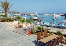 Пляж города Ayia Napa и кафе побережья, Кипр Стоковые Фото