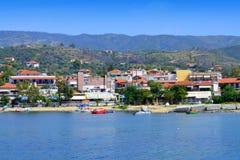 Пляж Греция деревни курорта лета Стоковые Фотографии RF