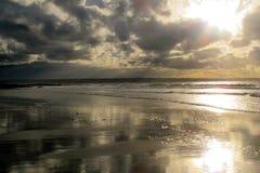 Пляж Девон залива Croyde занимаясь серфингом Стоковые Фото