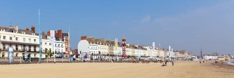 Пляж Дорсет Великобритания Weymouth в назначении лета популярном туристском на панораме южного берега стоковое фото