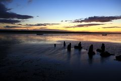 Пляж Дорсет захода солнца стоковые фото